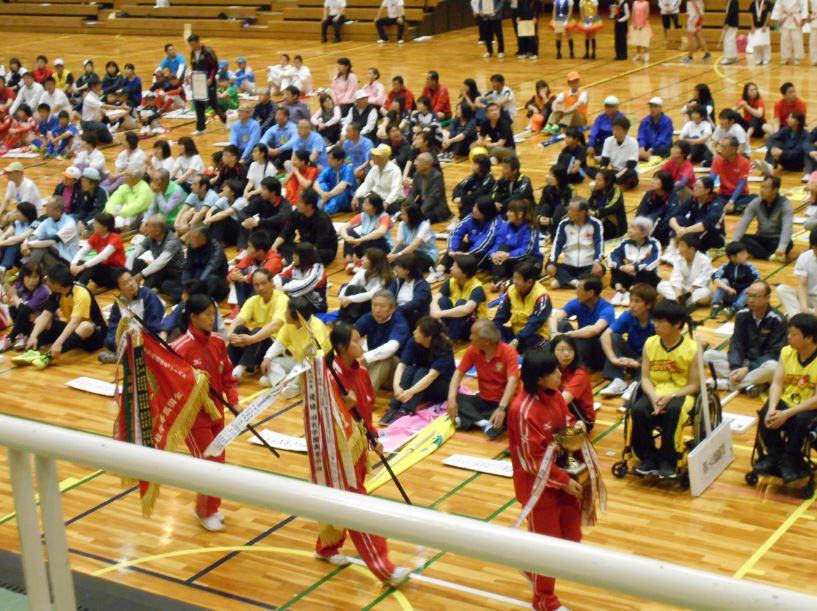 石動高校女子ホッケー部の行進