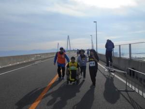 新湊大橋の下り坂②