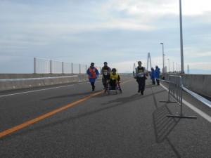 新湊大橋の下り坂③