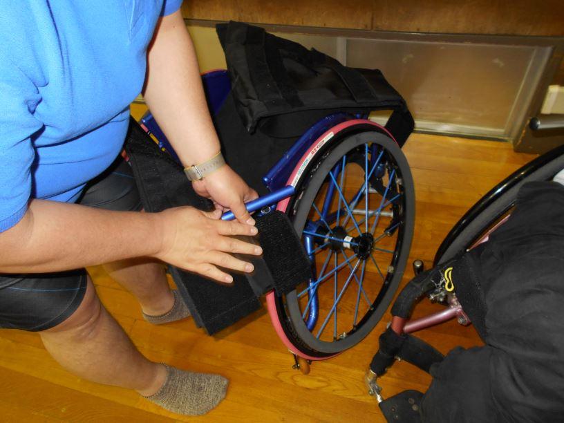 壊れたバスケ用車椅子